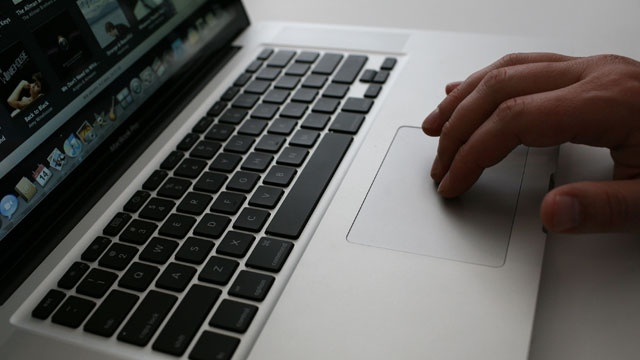 hand on laptop computer_3675852624873227-159532
