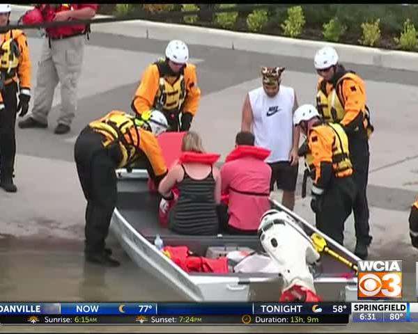 People from Illinois joining relief efforts in Texas
