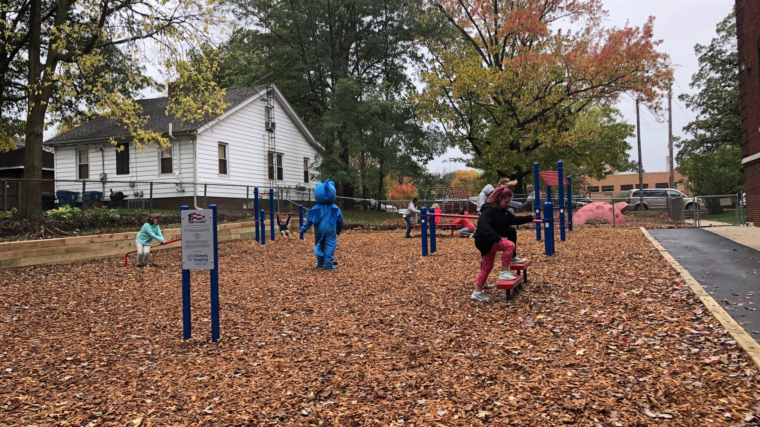 outdoor fitness playground_1508867001202.jpg