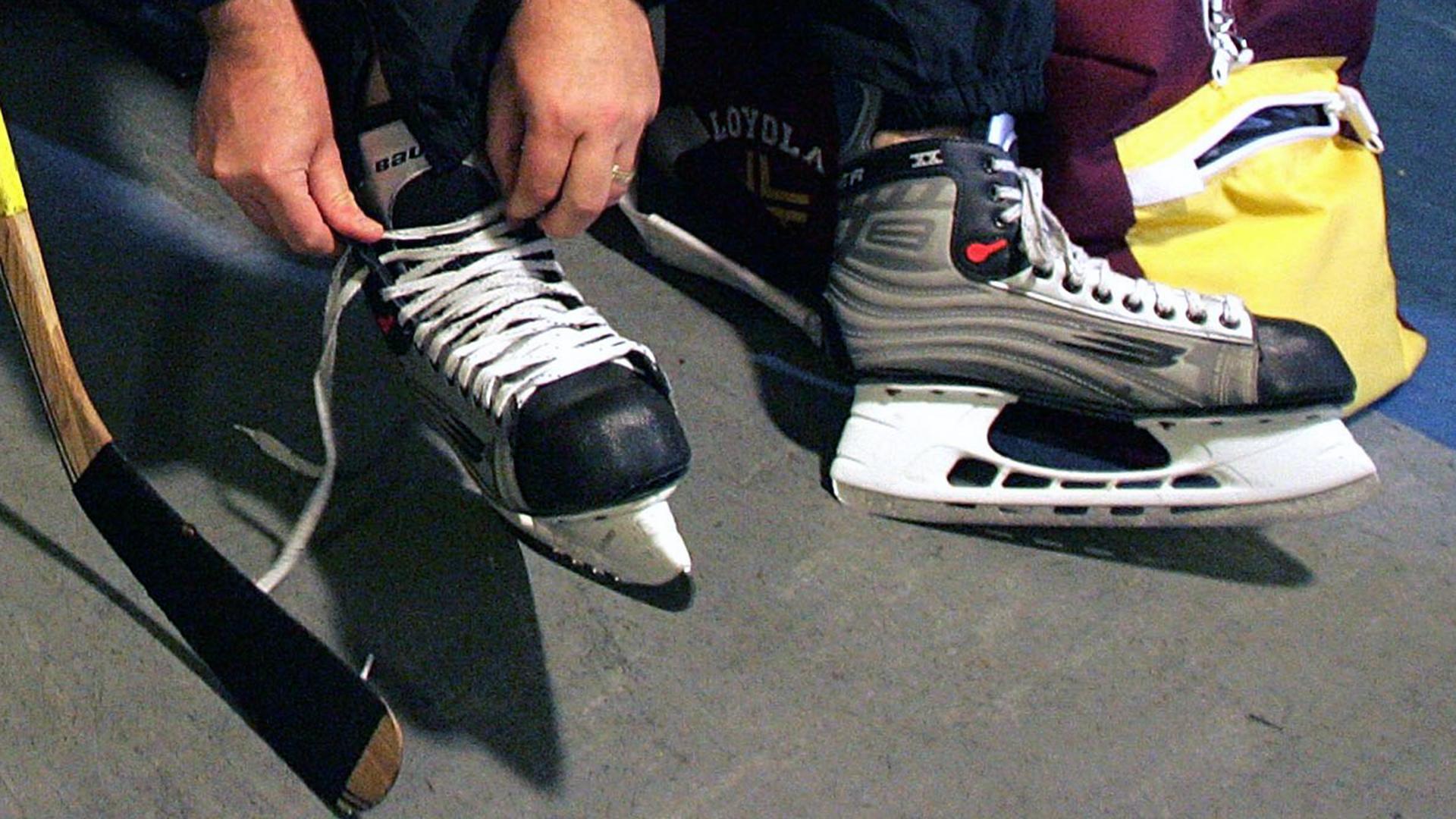 Lacing up Hockey Skates-159532.jpg00220964