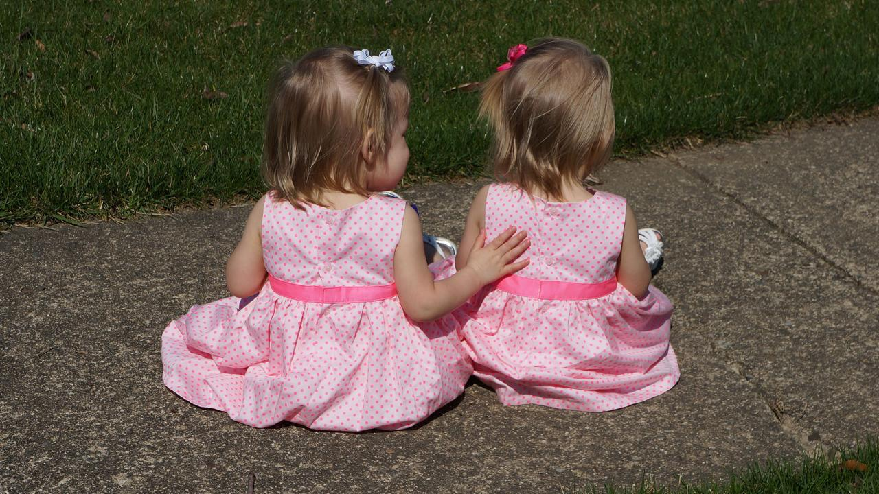 Twins Born Holding Hands Are Now 2 and Closer Than Ever- -They-re Like Two Peas in a Pod-- Says Mom_25945160-159532