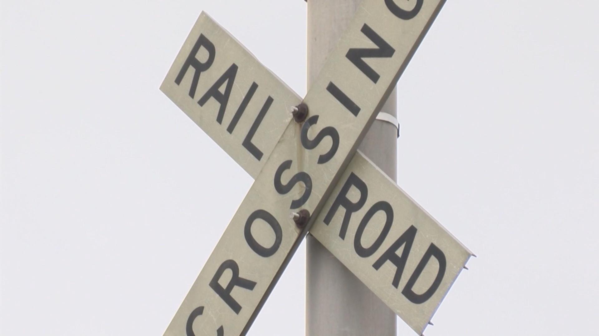 railroad crossing_1549318885987.jpg.jpg